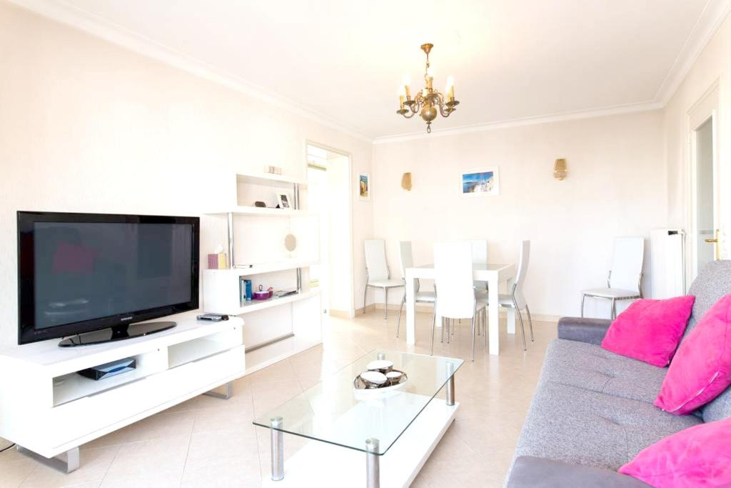 Apartment with one bedroom in Cannes with wonderful city view furnished balcony and WiFi 250 m from the beach