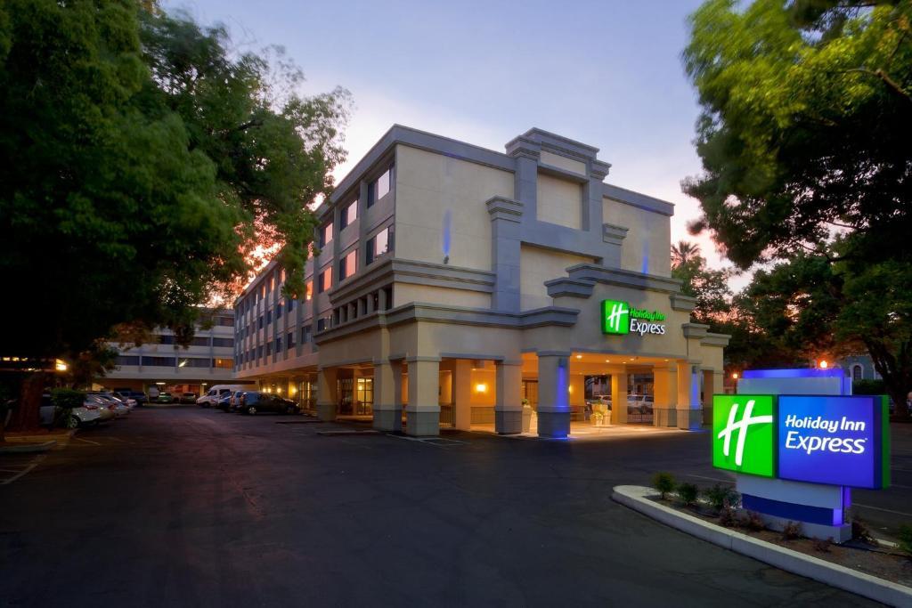 Holiday Inn Express Sacramento Convention Center, an IHG Hotel