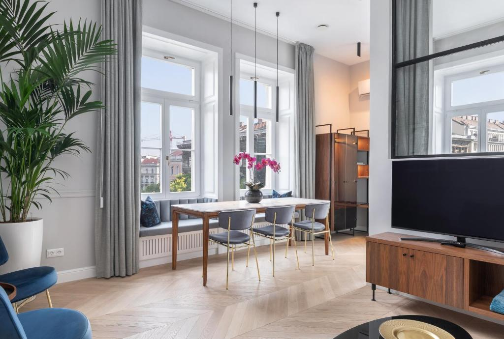 Royal Blue Home for max 3persons - Black Diamonds Home for max 4persons - 2 luxury apartments in Andrássy Avenue