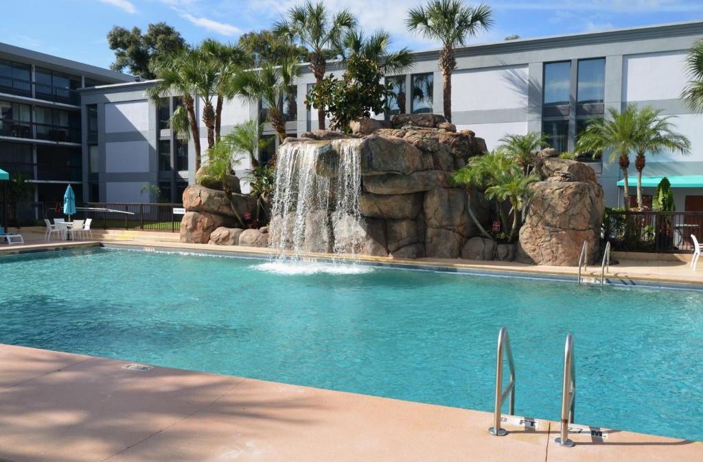 Opal Hotel & Suites