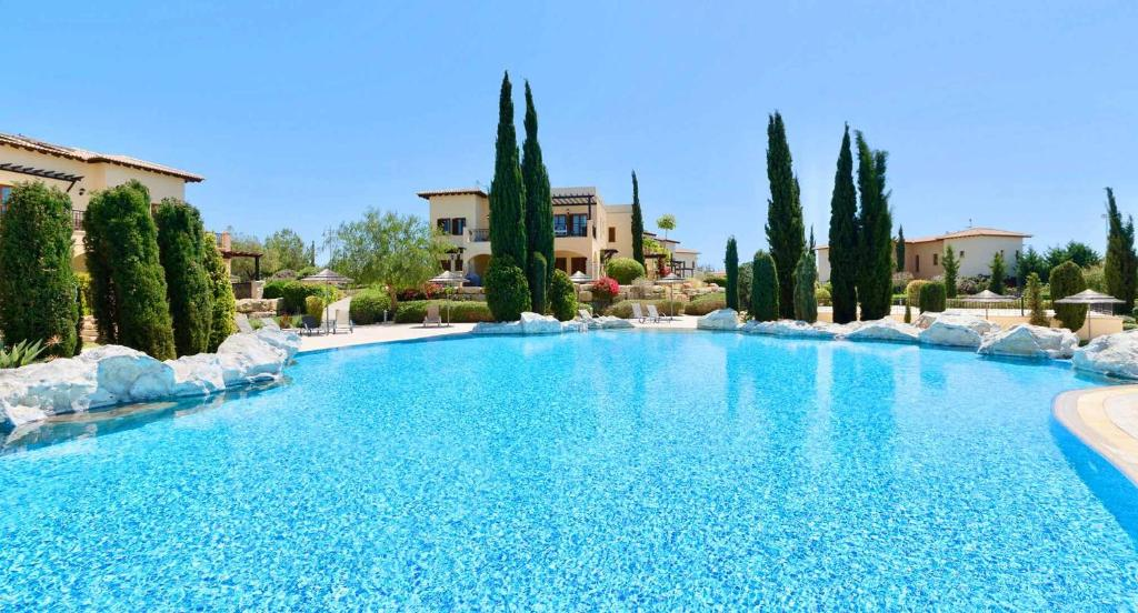 2 bedroom Apartment Pomos with garden and sea views, Aphrodite Hills Resort