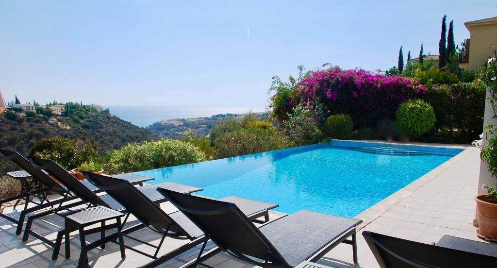 4 bedroom Villa Thrasos with private infinity pool, Aphrodite Hills Resort