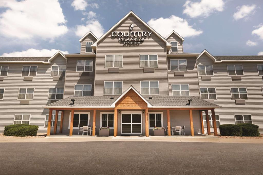 Country Inn & Suites by Radisson, Brooklyn Center, MN