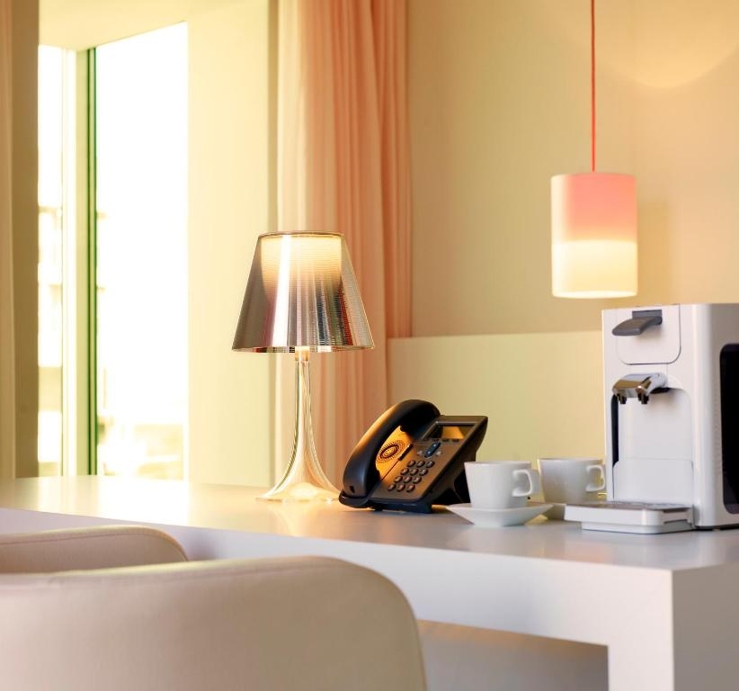 art 39 otel cologne by park plaza cologne online booking viamichelin. Black Bedroom Furniture Sets. Home Design Ideas