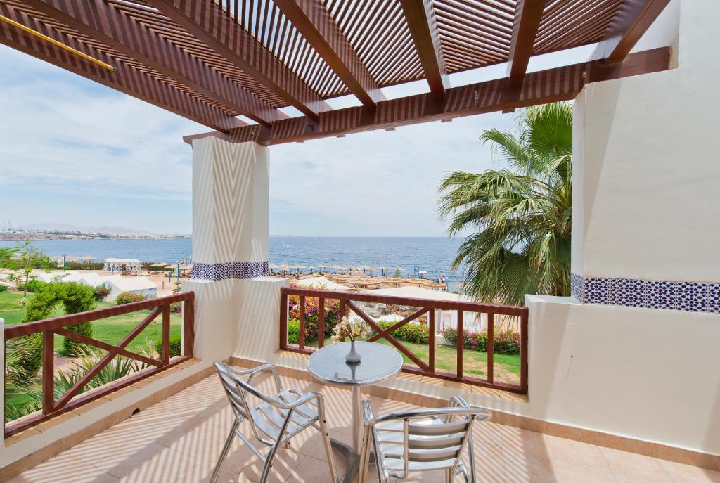 Amphoras Blu Hotel (Ex. Shores Aloha)