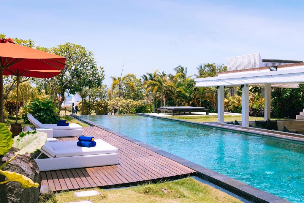 Fabulous Beachfront Villa 5 BR Canggu w staff