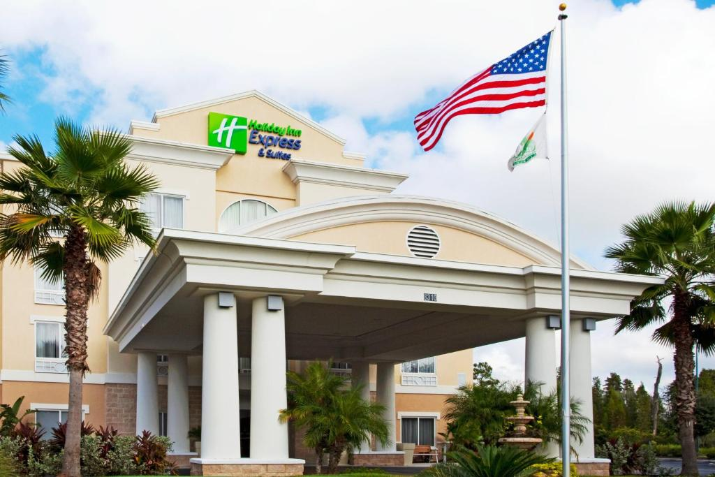 Holiday Inn Express and Suites Tampa I-75 at Bruce B. Downs, an IHG Hotel