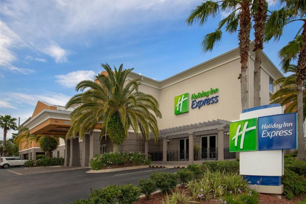 Holiday Inn Express Jacksonville Beach, an IHG Hotel