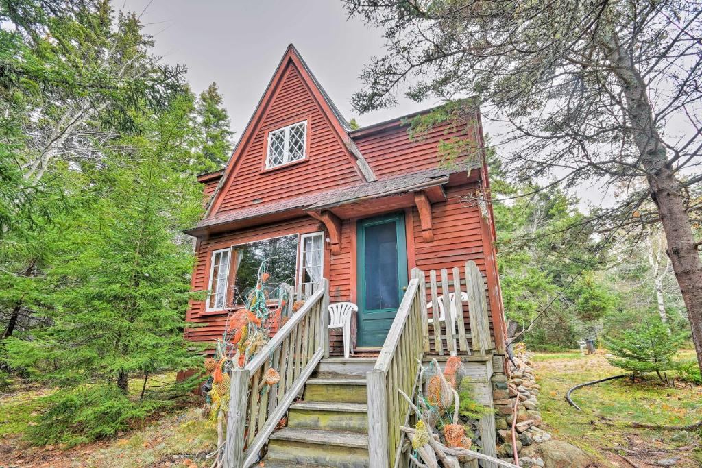 Rustic Waterfront Cabin with Beach in Winter Harbor!