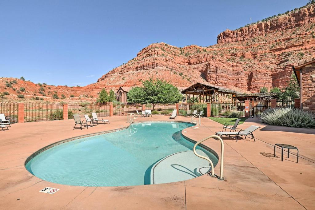 Kanab Home with Resort Amenities - Drive to Zion!