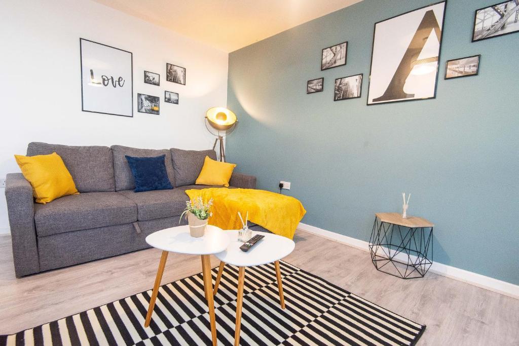 Stunning City Centre Apartment FREE PARKING