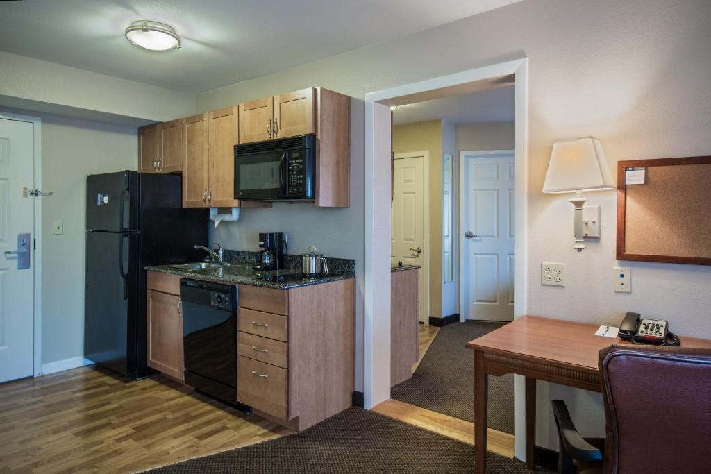 Candlewood Suites Windsor Locks, an IHG Hotel