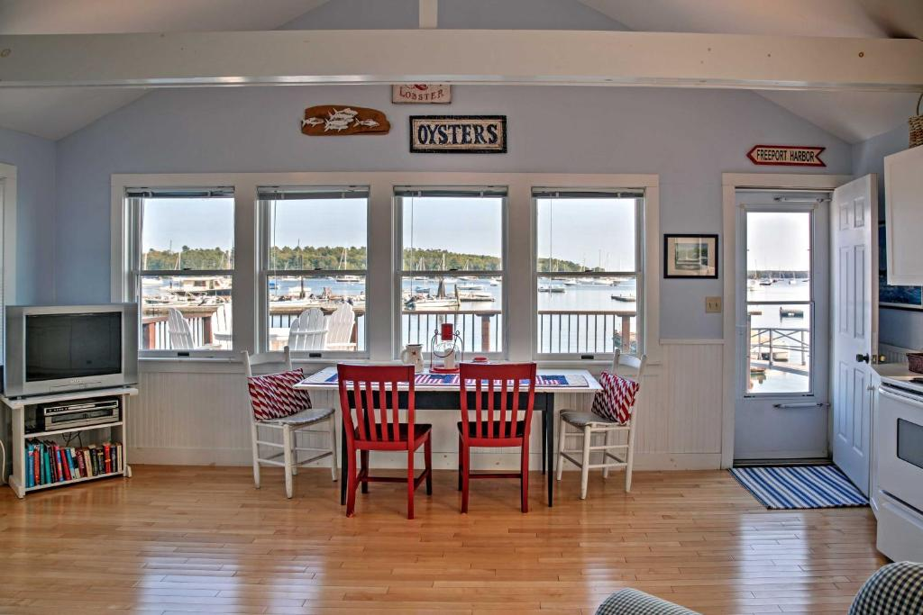 Heron Cottage on Casco Bay with Deck and Dock Access!