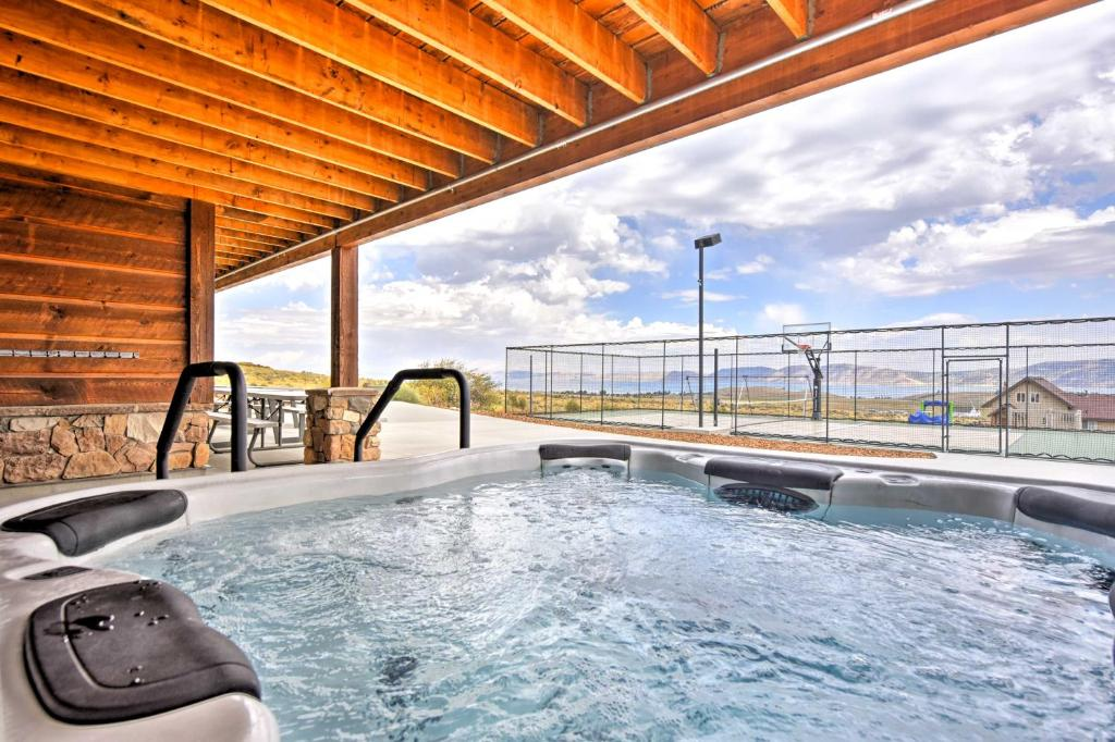 Cabin with Beach Access, Sport Court, Hot Tub and View