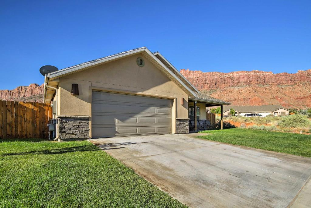 Luxury Moab Home with Mtn Views and Pool Access!