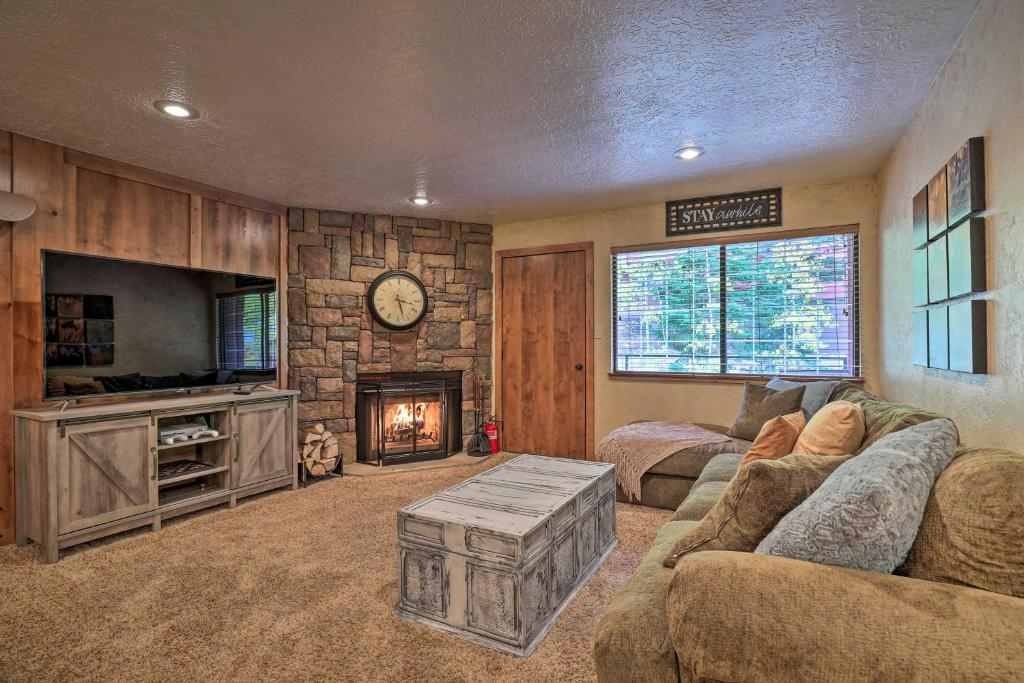 Ski-in and Ski-Out Brian Head Condo with Fireplace!