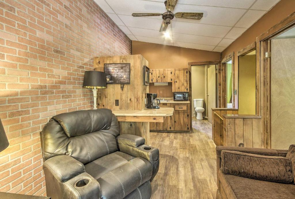 Apt on 50-Acre Ranch - 1 Mi to Raystown Lake!
