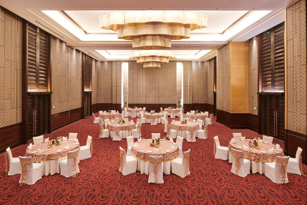 Holiday Inn Mumbai International Airport