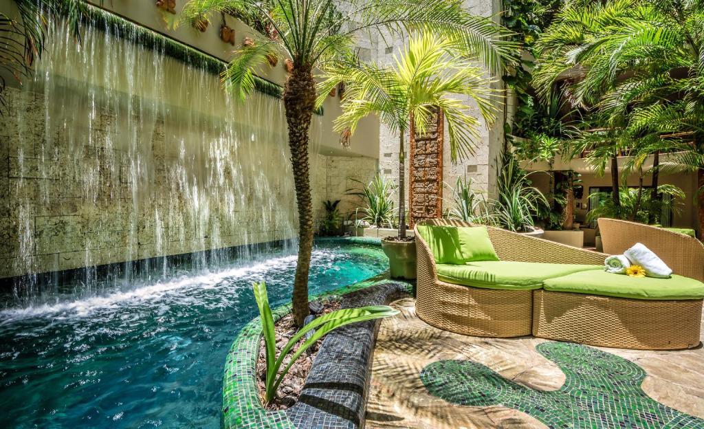 Maya Villa Condo Hotel and Beachclub