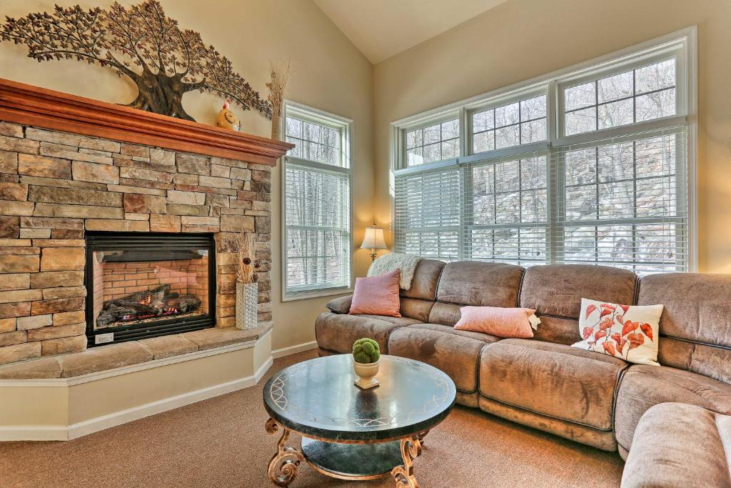 Family Townhome Less Than 1Mi to Big Boulder Lake and Mountain