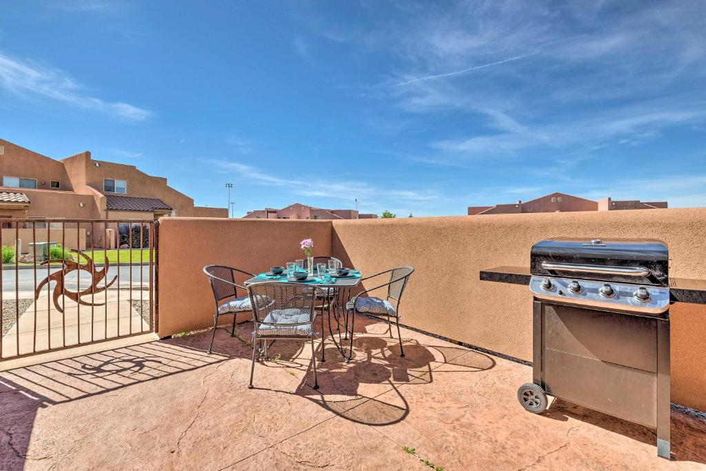 Moab Townhome with Patio - 11 Mi to Arches NP!