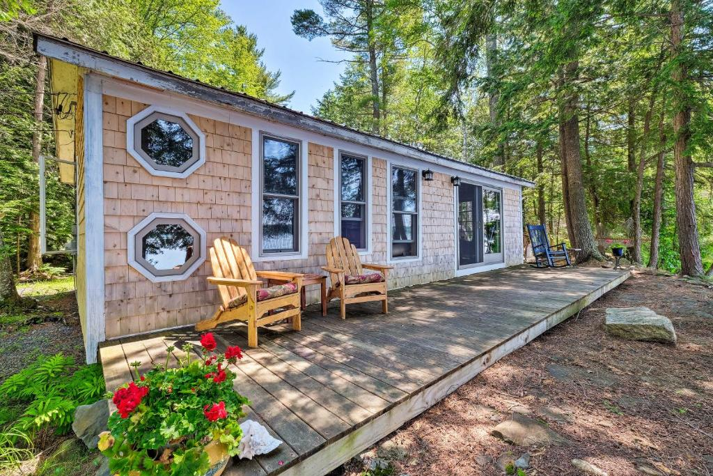 Cozy Lakefront Madison Cabin with Dock and Kayaks