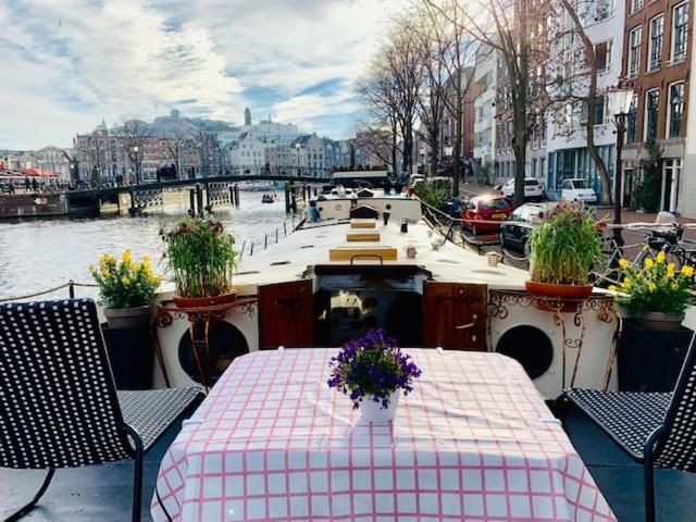 Romantic Houseboat