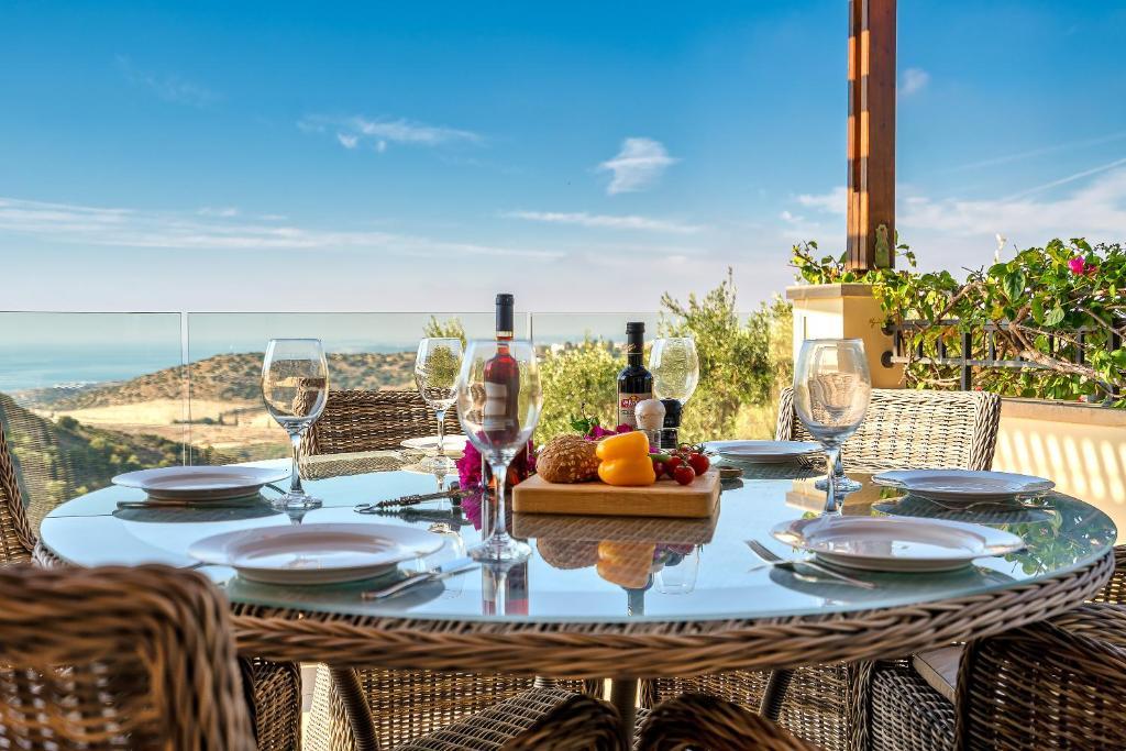 3 bedroom Villa Lania with golf course and sea views, Aphrodite Hills Resort