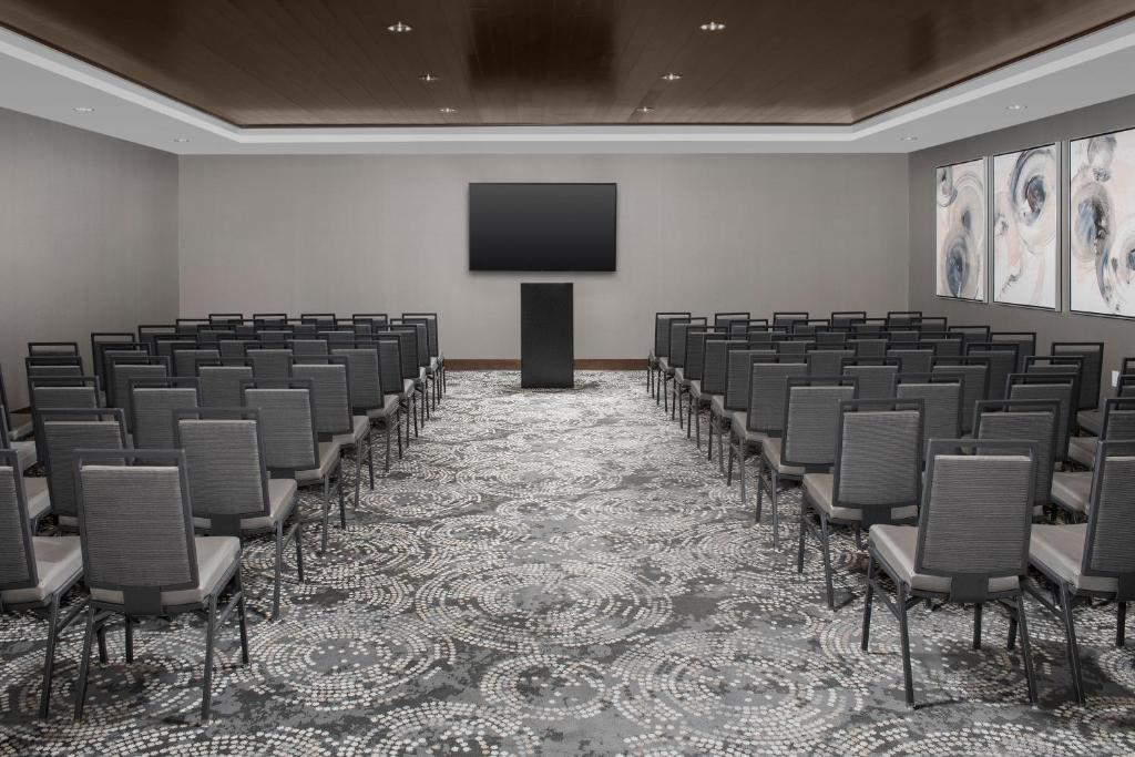 Embassy Suites for Business Traveler