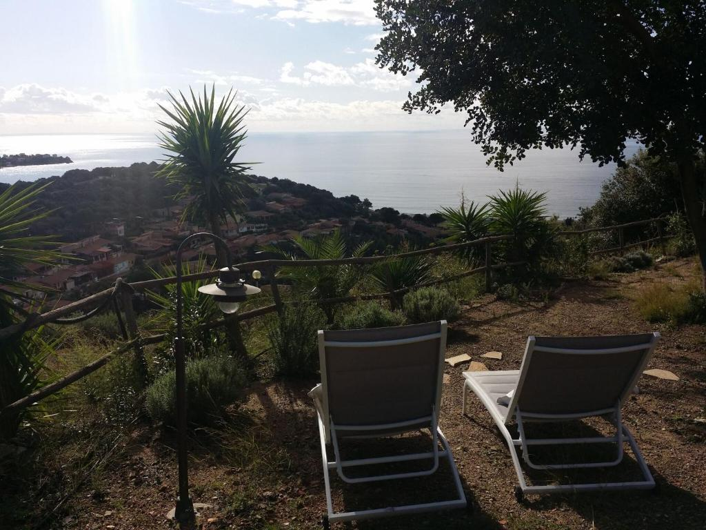 Quaint Holiday Home in Geremeas Sardinia with Sea view image2
