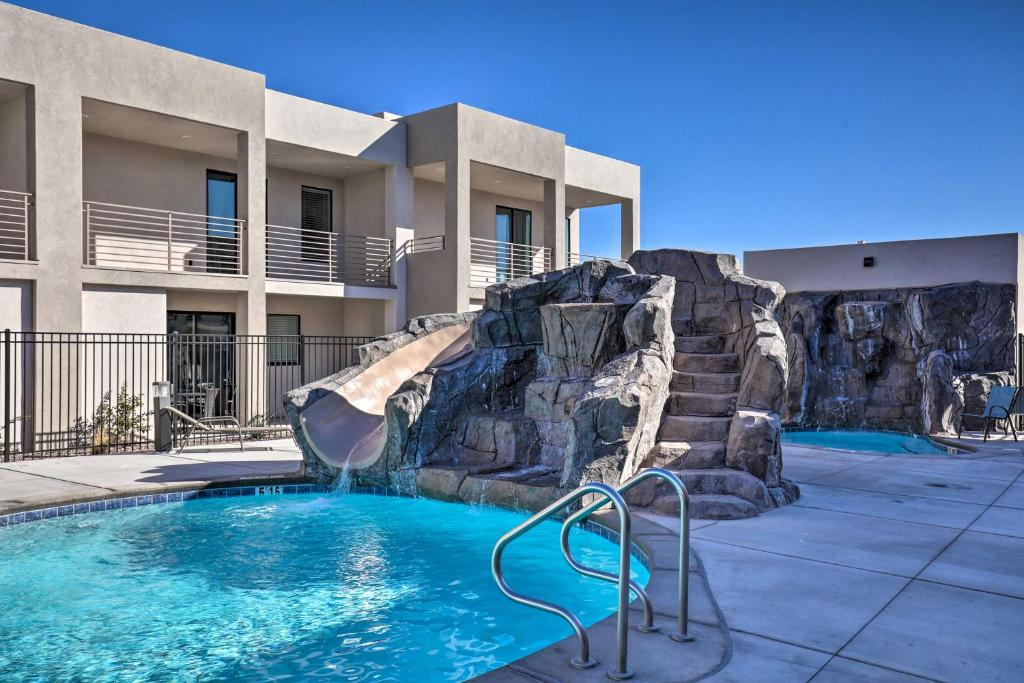 Villa with Hot Tubs about 5 Miles to Historic St George