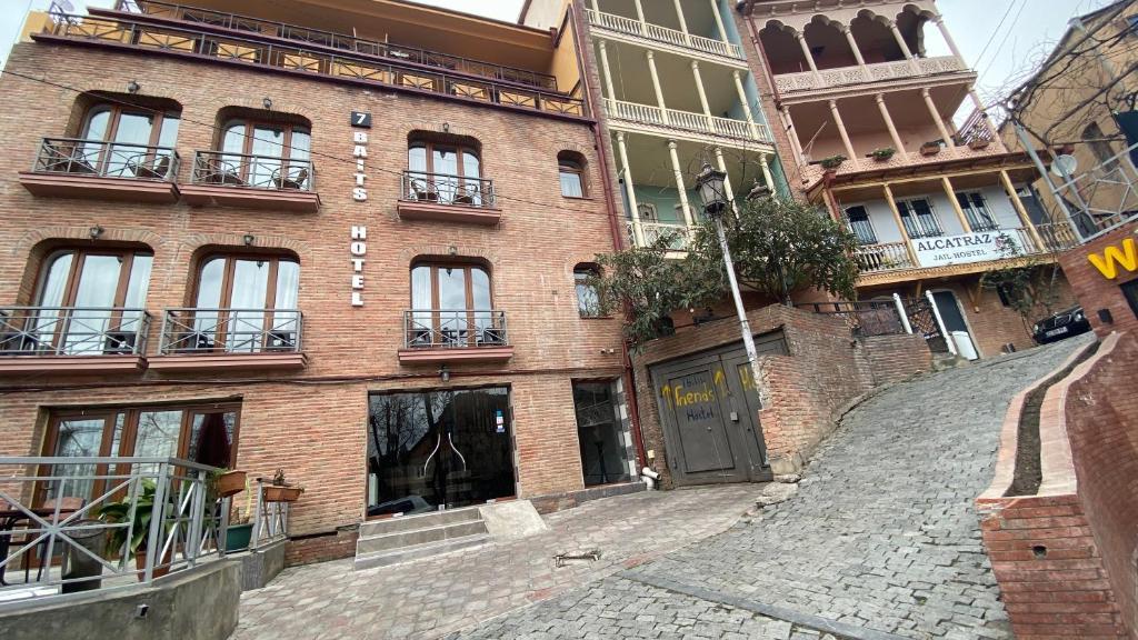 7 Baits Hotel
