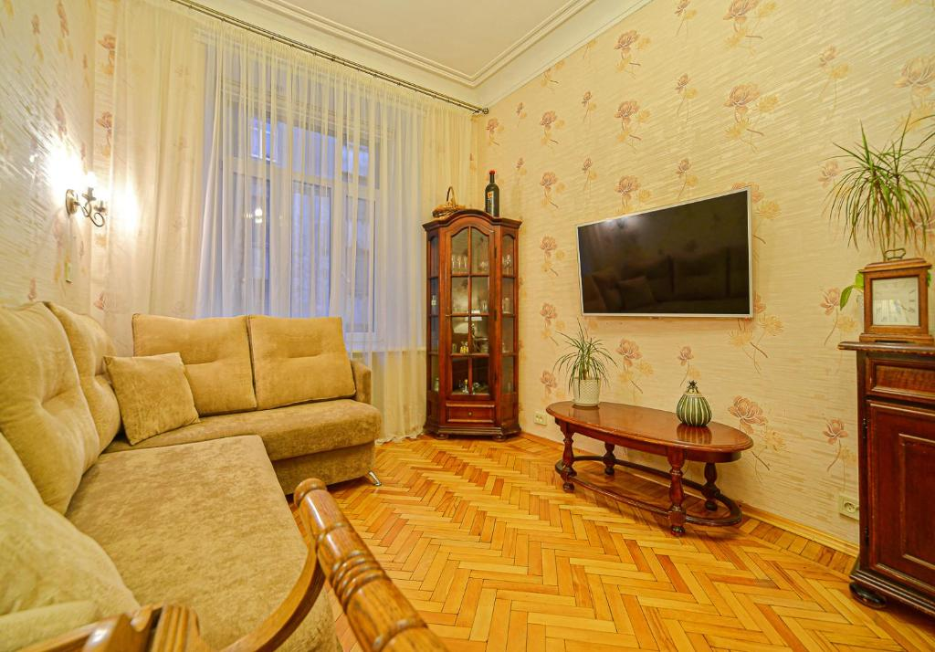 Apartment in the historical center next to the Neva
