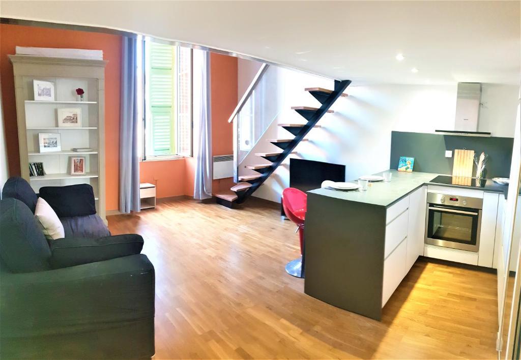 Nice Booking - Duplex sur la Place Massena