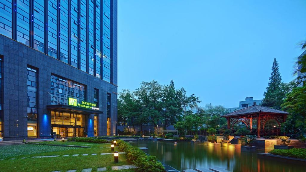 Holiday Inn Express Hangzhou Huanglong, an IHG Hotel
