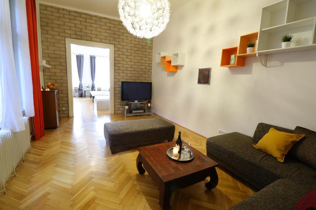 Spacious Stylish 3BDR Apartment
