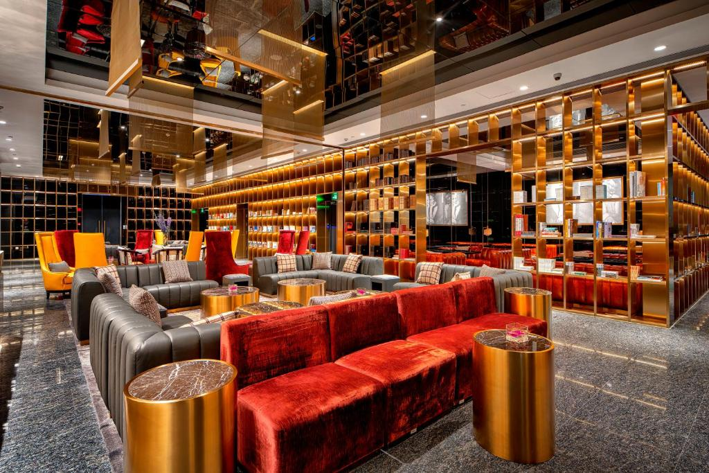 Hotel Indigo Shanghai Jing'An, an IHG Hotel