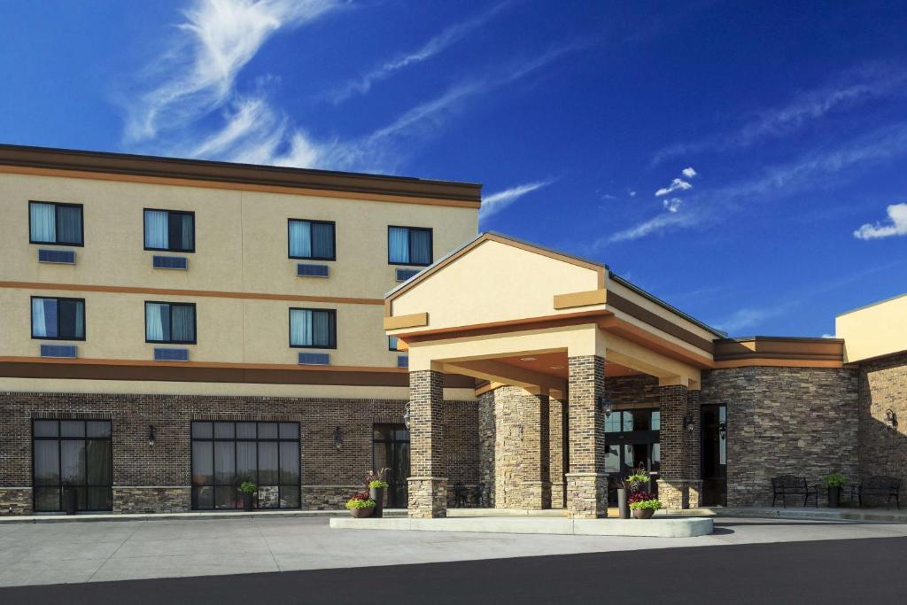 Roosevelt Grand Dakota Hotel; BW Signature Collection