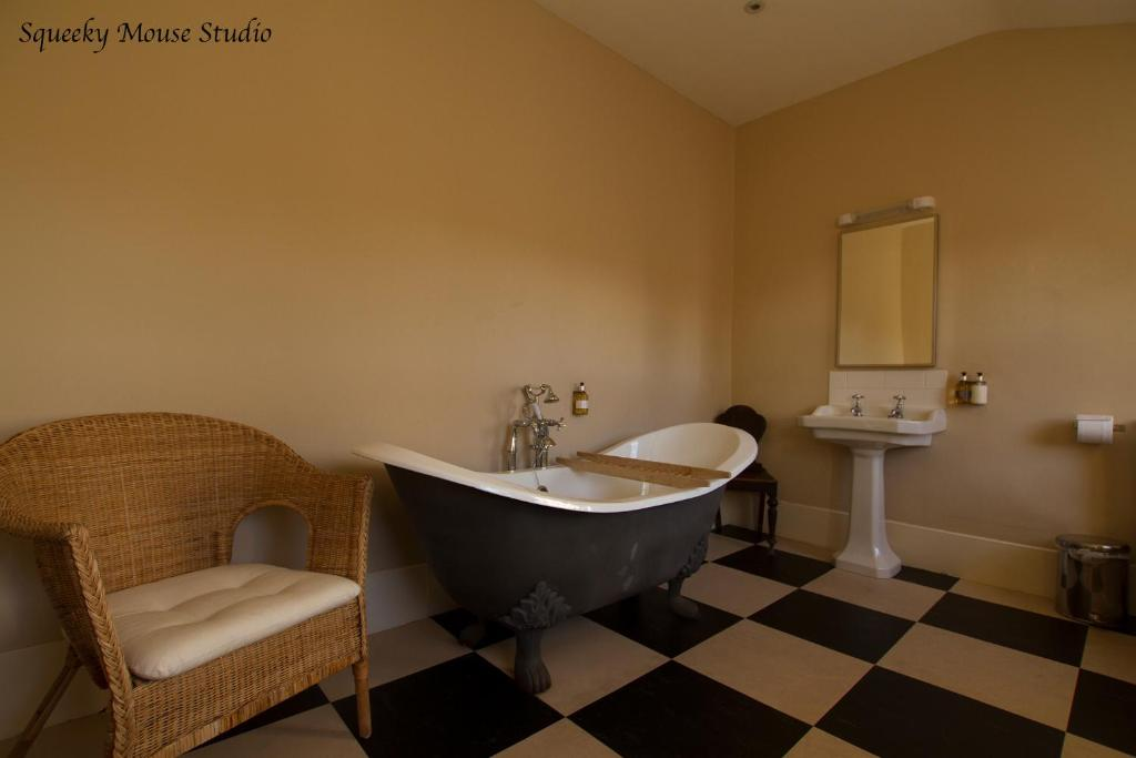 Double Room With Roll Top Bath