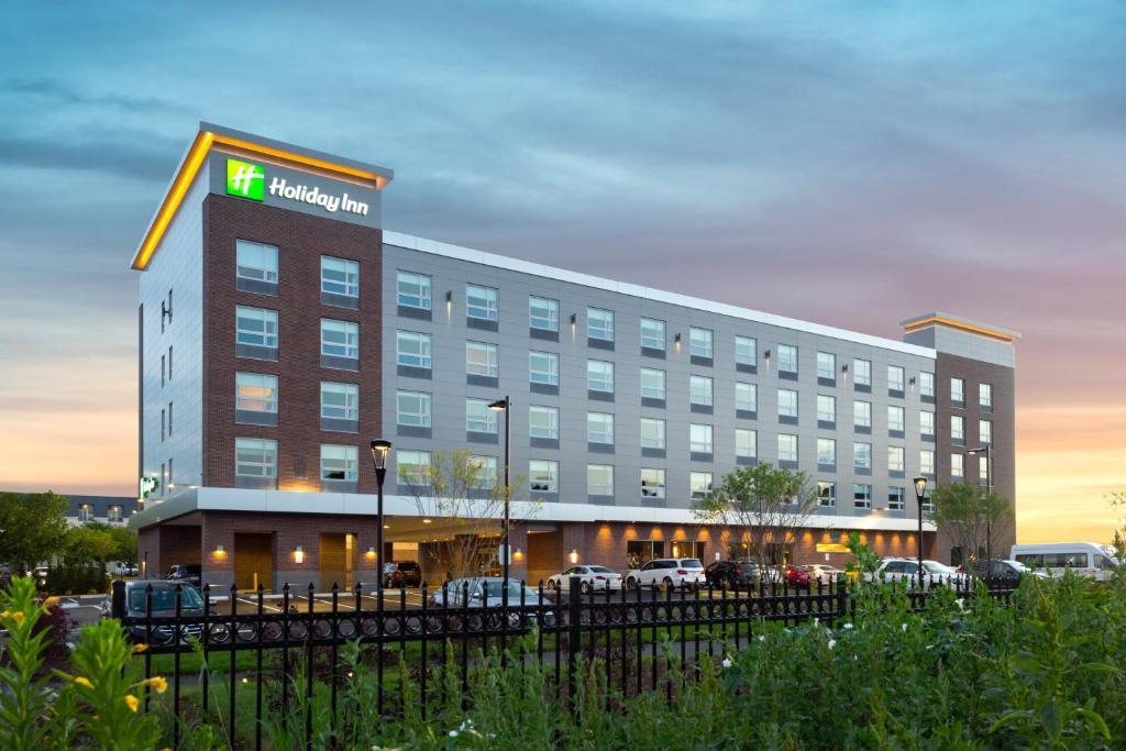 Holiday Inn Boston Logan Airport - Chelsea, an IHG Hotel