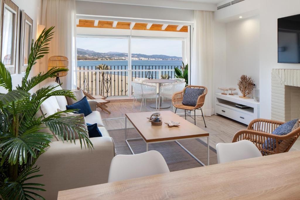 Primera Línea con Vista Mar&Playa - Apartamento en Puerto Banús
