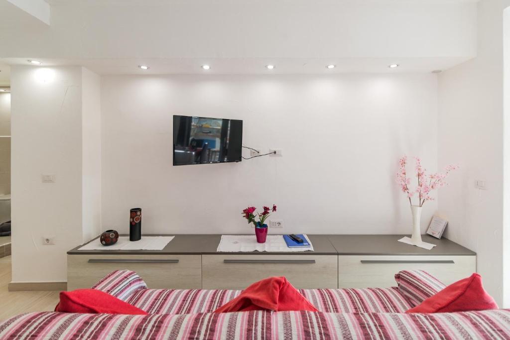 Purple Flower Suit Apartment img10