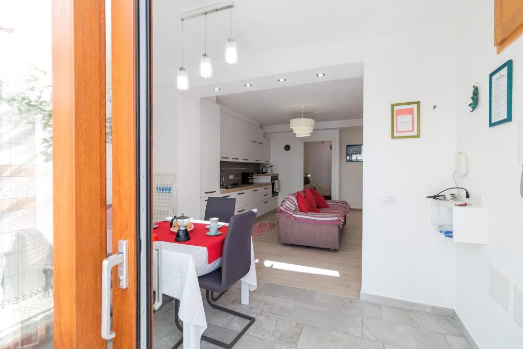 Purple Flower Suit Apartment img12
