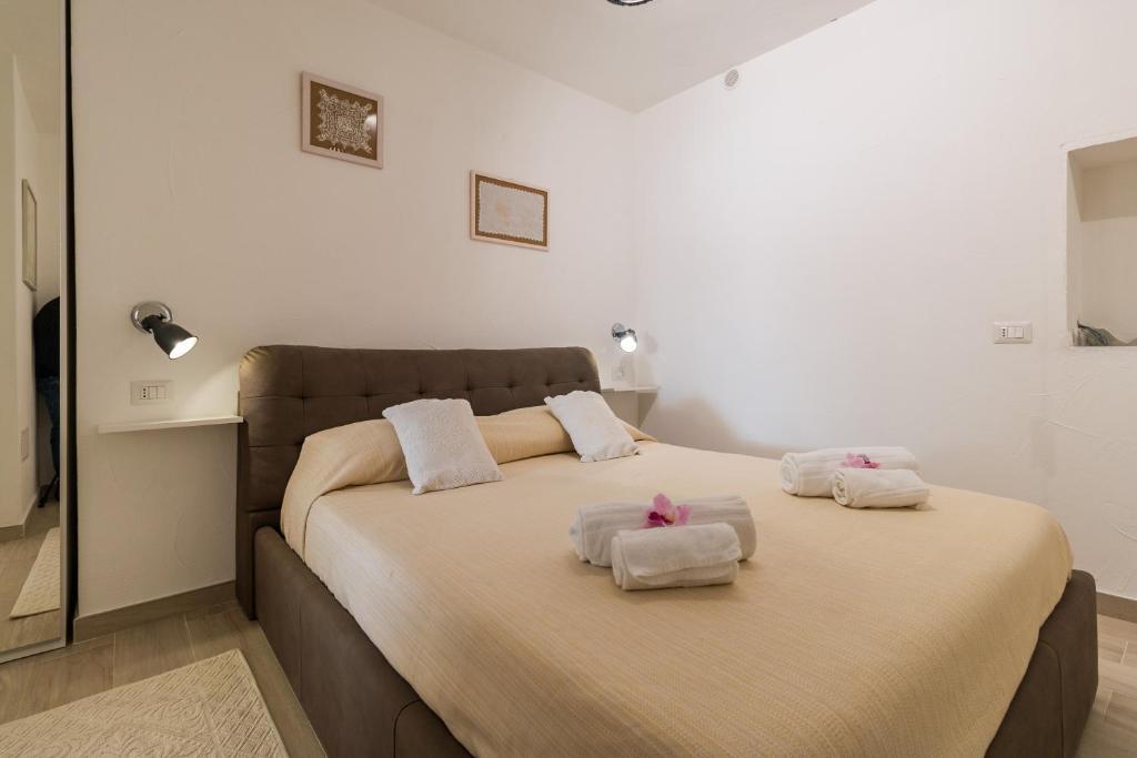 Purple Flower Suit Apartment img19