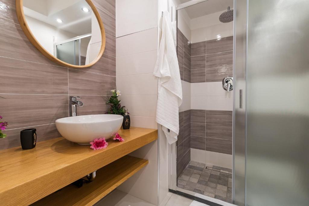 Purple Flower Suit Apartment img31