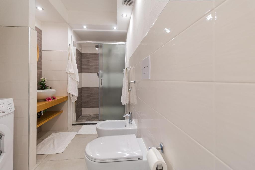 Purple Flower Suit Apartment img27
