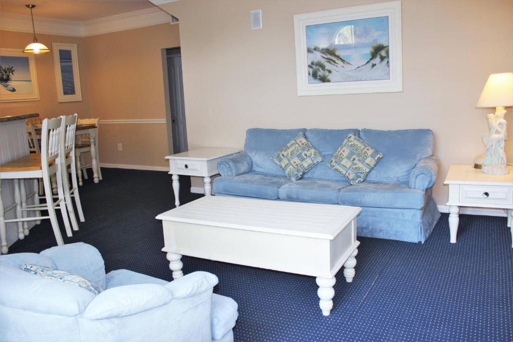 Luxury on a budget - Runaway Beach Club - Feature Packed Cozy 2 Beds 2 Baths Townhome - 3 Miles To Disney