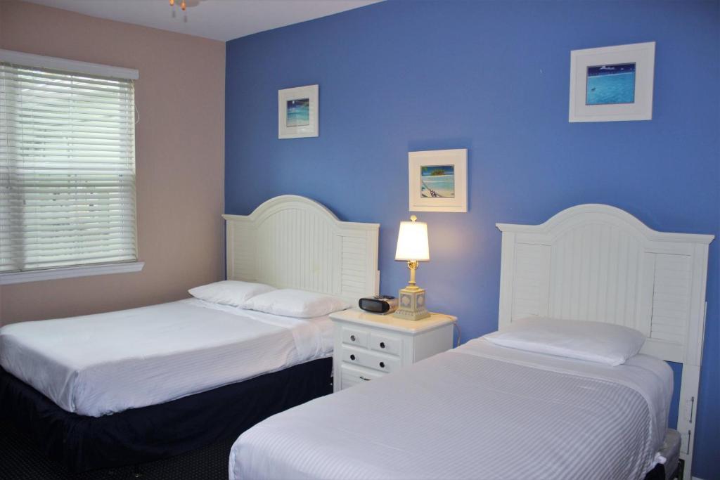 Budget Getaway - Runaway Beach Club - Beautiful Cozy 2 Beds 2 Baths Townhome - 3 Miles To Disney