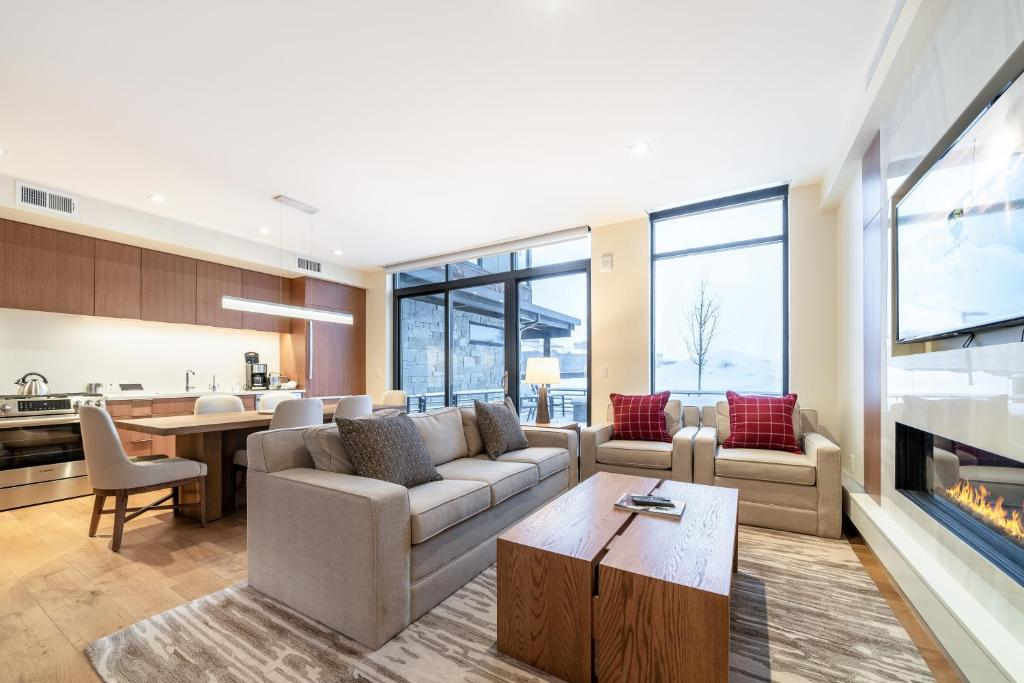New Listing! Ski-In Ski-Out Retreat with Hot Tubs condo