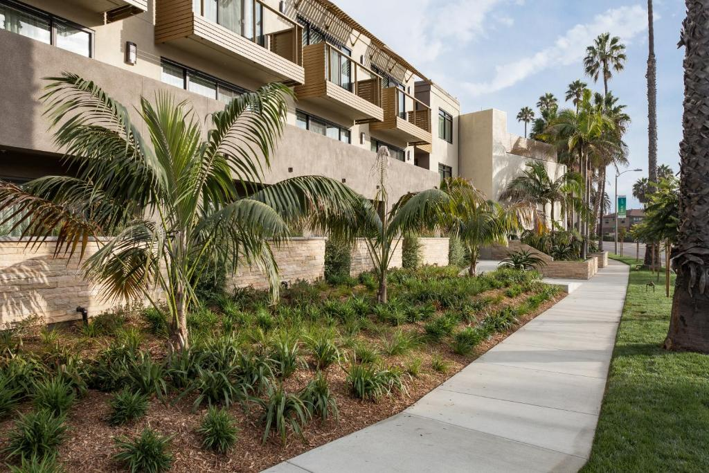 Holiday Inn Express and Suites La Jolla - Windansea Beach, and IHG Hotel
